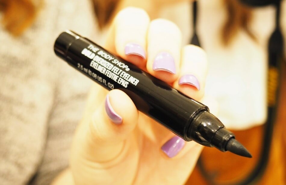 but-ke-mat-thebodyshop-bold-oversized-felt-eyeliner-black-03