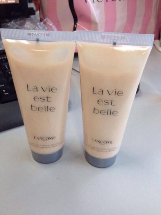 kem-duong-lancome-la-vie-est-belle-01