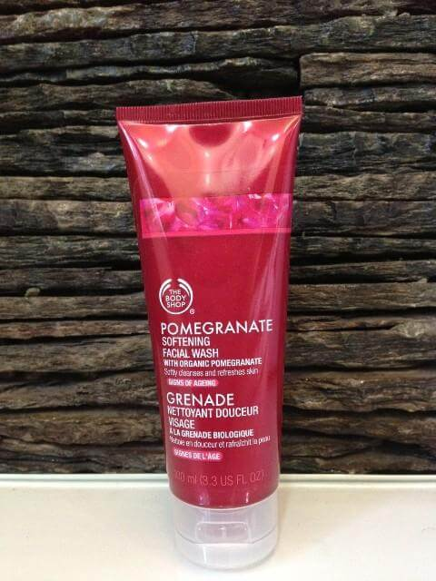 kem-rua-nat-thebodyshop-pomegranate-softening-facial-wash-1-0-0ml-01