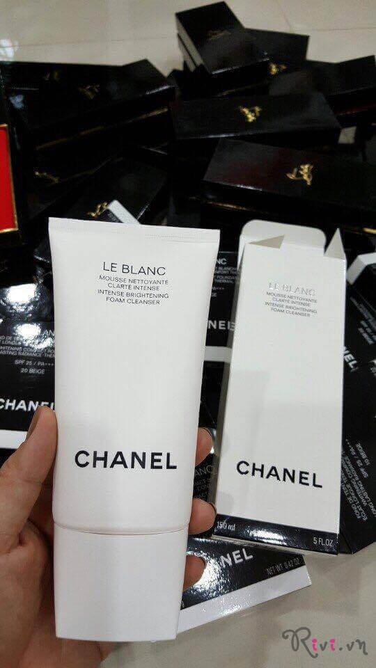 nuoc-tay-trang-chanel-intense-brightening-foam-cleanser-01