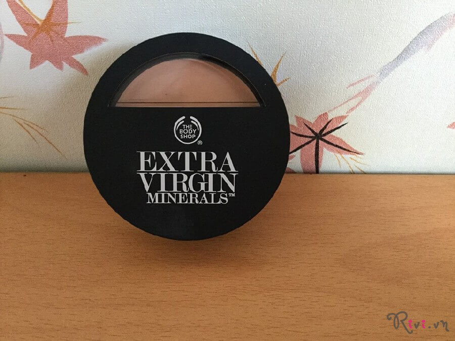 phan-nen-thebodyshop-extra-virgin-minerals-powder-foundation-04