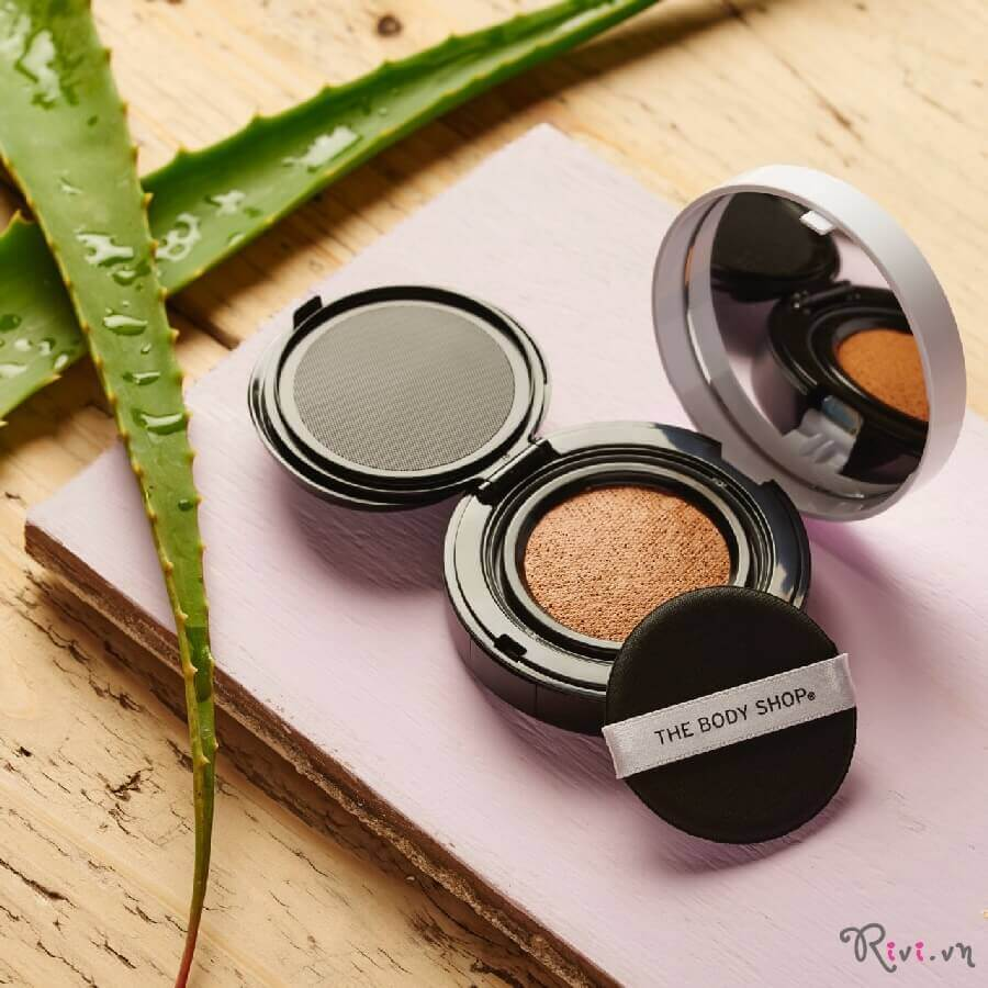 phan-nen-thebodyshop-trang-diem-mat-fresh-nude-cushion-foundation-01