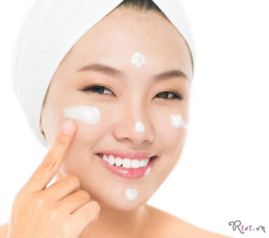 Sữa dưỡng OHUI MIRACLE MOISTURE Emulsion