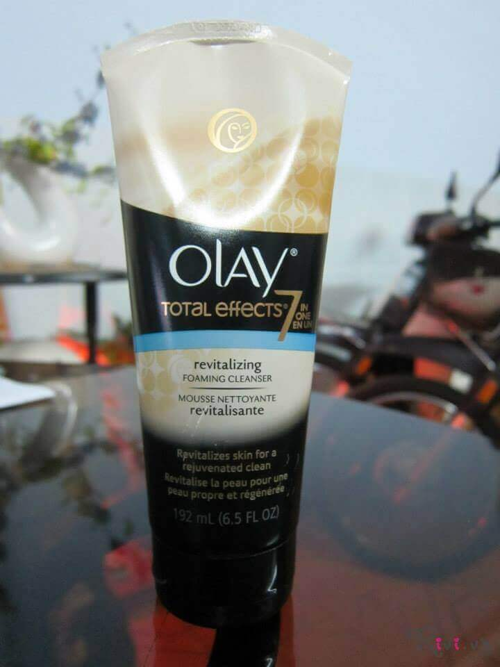 sua-rua-mat-olay-olay-total-effects-revitalizing-foaming-face-cleanser-01