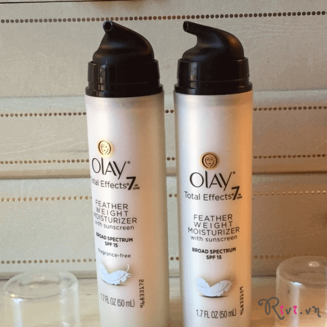 kem-duong-olay-total-effects-feather-weight-moisturizer-01