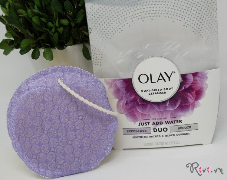 sua-tam-olay-body-care-olay-duo-dual-sided-body-cleanser-01