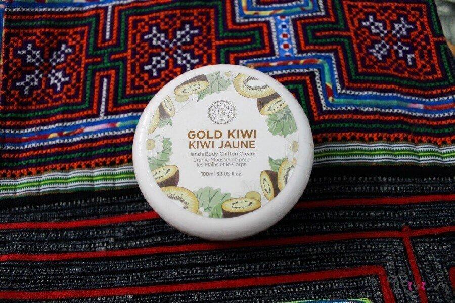 kem-duong-thefaceshop-gold-kiwi-hand-body-chiffon-cream-04