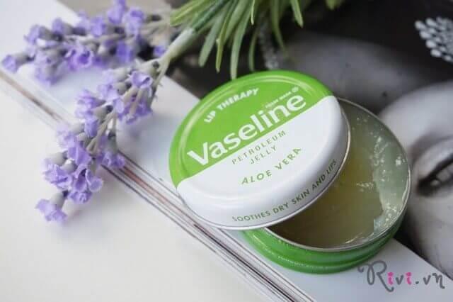 kem-duong-vaseline-lip-therapy-aloe-tin-04