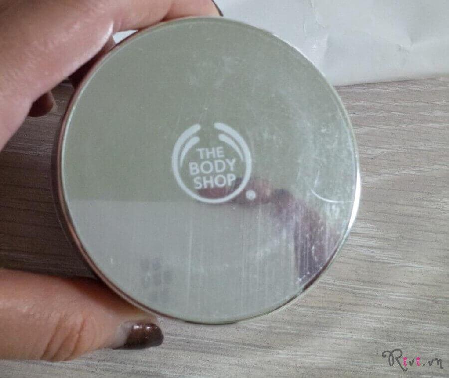 phan-phu-thebodyshop-trang-diem-mat-loose-face-powder-01