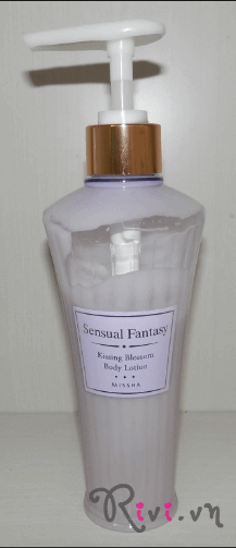 sua-duong-the-missha-skincare-fantasy-kissing-blossom-body-lotion-02