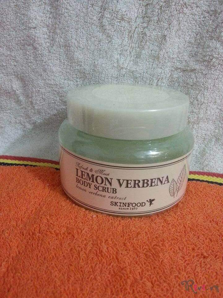 tay-te-bao-chet-skinfood-bath-body-lemon-verbena-body-scrub-01