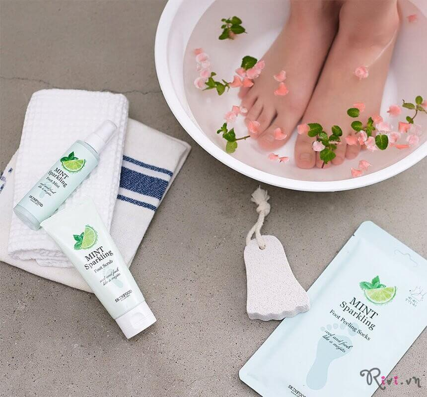 Xịt khử mùi SKINFOOD Bath & Body MINT SPARKLING FOOT MIST