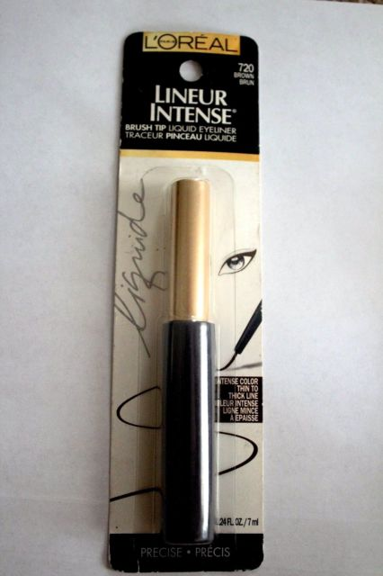 but-ke-mat-loreal-trang-diem-mat-brush-tip-liquid-eyeliner-01
