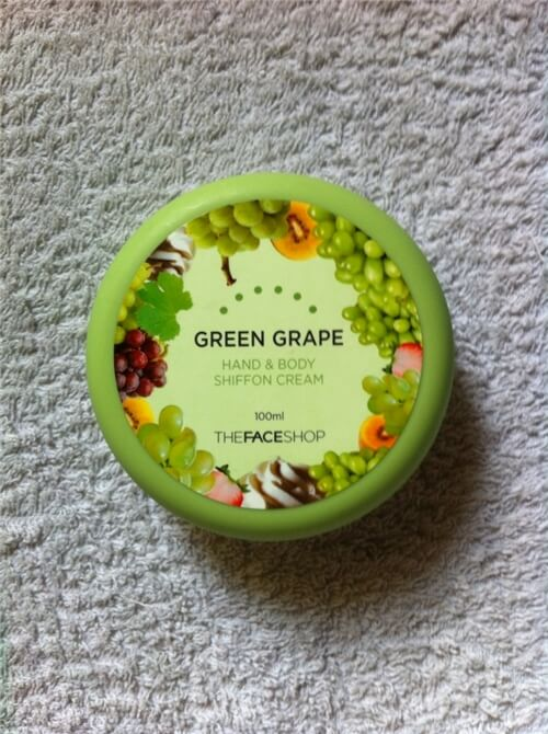 kem-duong-thefaceshop-green-grape-hand-body-chiffon-cream-01