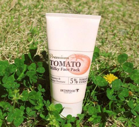 Kem massage SKINFOOD PREMIUM TOMATO WHITENING MILKY FACE PACK