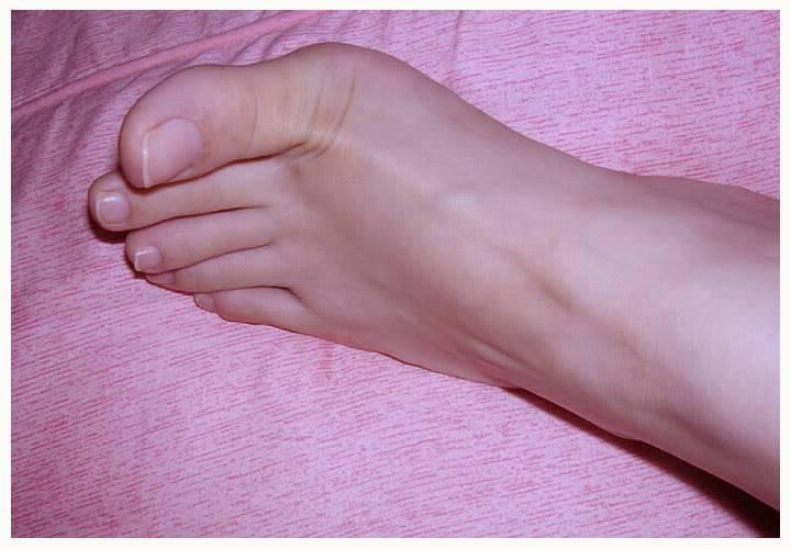 KEM MẶT NẠ Kosé  Dưỡng thể PREDIA FANGO LEG MASSAGE