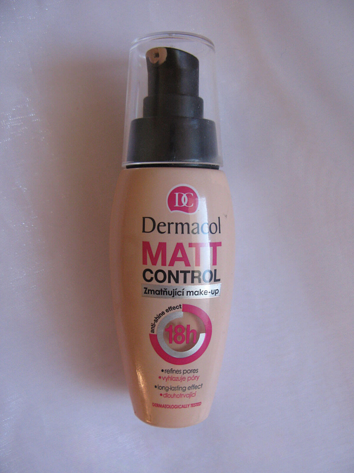 kem-nen-dermacol-make-up-matt-control-make-up-02