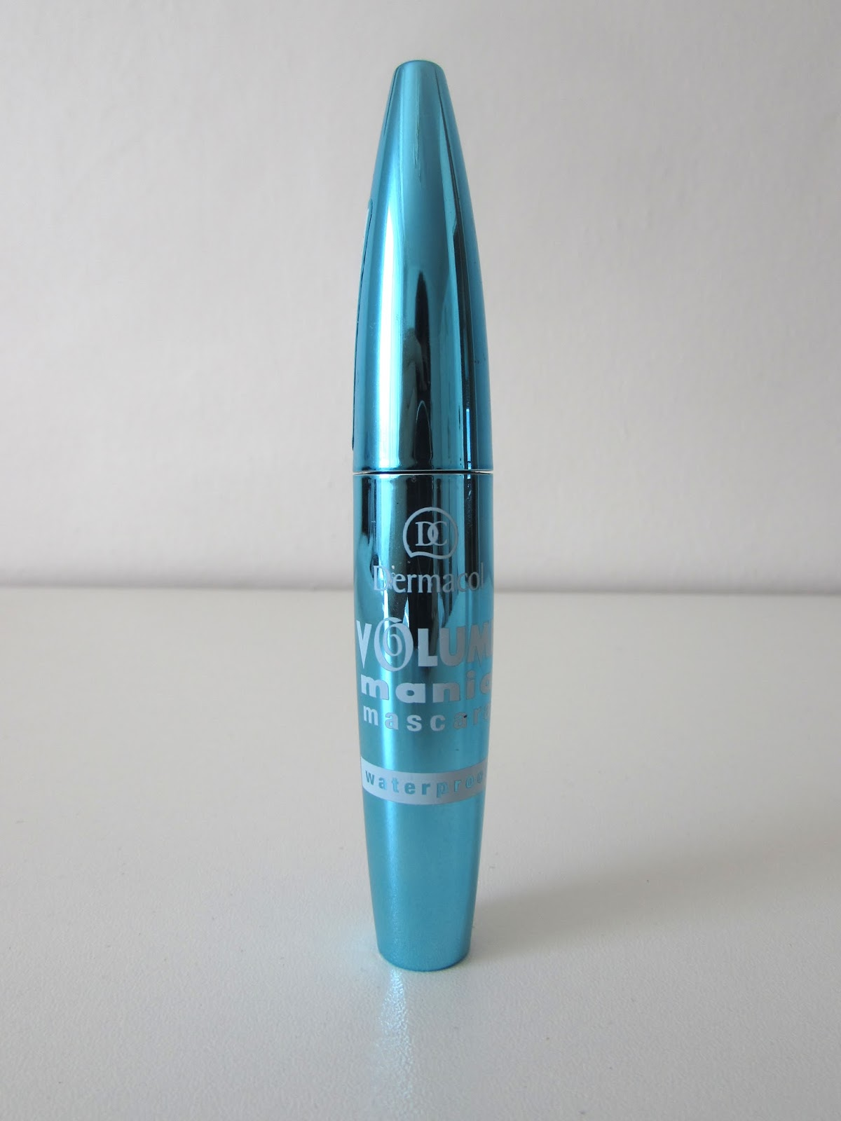 mascara-dermacol-make-up-waterproof-volume-mania-mascara-04