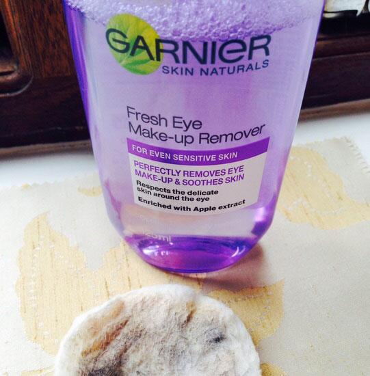 Nước tẩy trang Garnier Skincare Fresh Eye Make-Up Remover