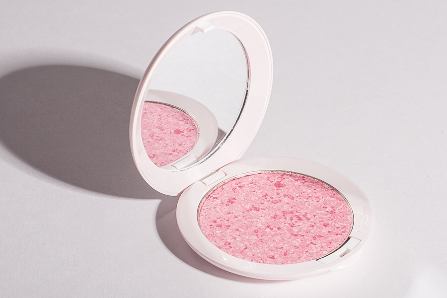 phan-ma-hong-guerlain-makeup-meteorites-happy-glow-blush-02