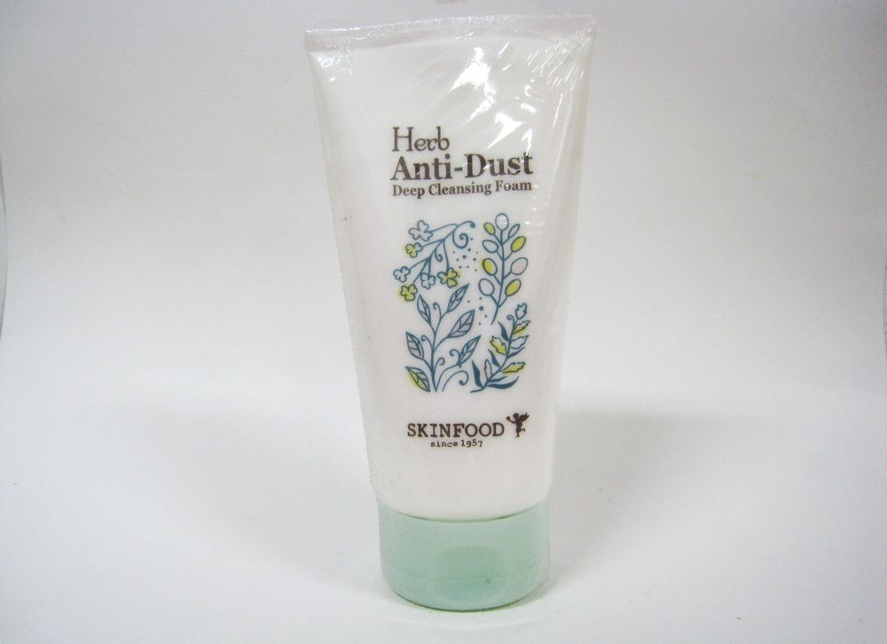 sua-rua-mat-skinfood-lam-sach-herb-anti-dust-deep-cleansing-foam-01