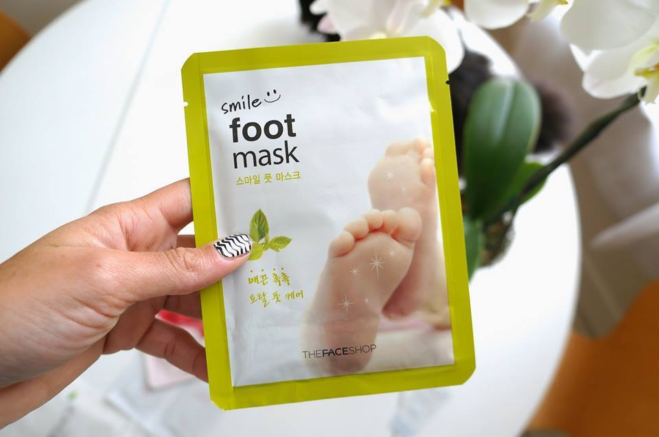 mat-na-chan-thefaceshop-smile-foot-mask-01