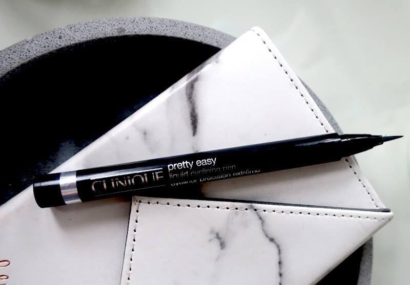 Bút kẻ mắt CLINIQUE Trang điểm mắt Pretty Easy™ Liquid Eyelining Pen