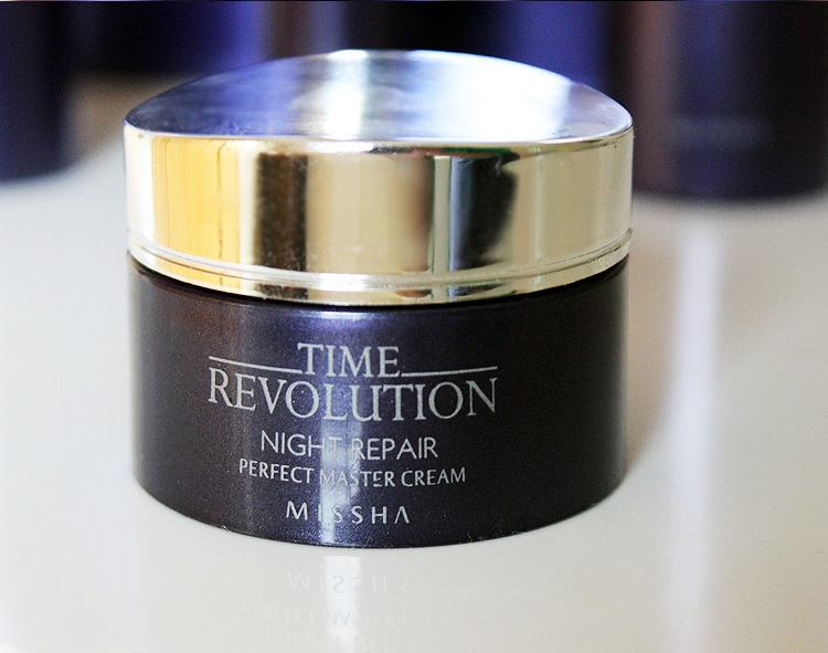 kem-duong-missha-time-revolution-night-repair-perfect-master-cream-01