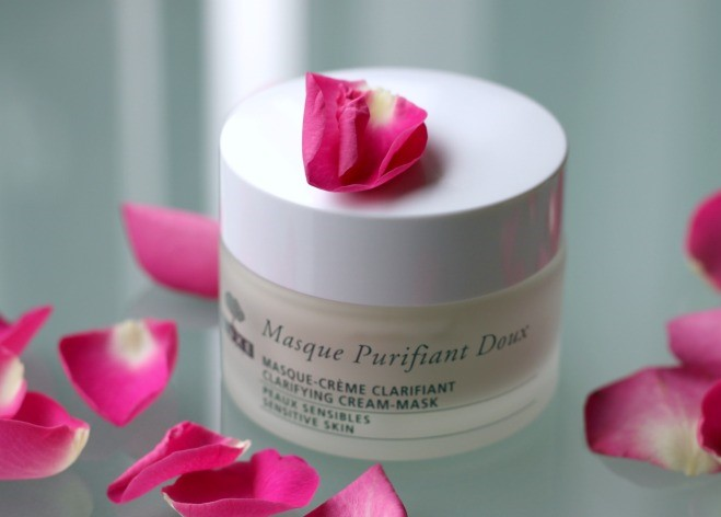 mat-na-kem-nuxe-skincare-clarifying-cream-mask-with-rose-petals-04
