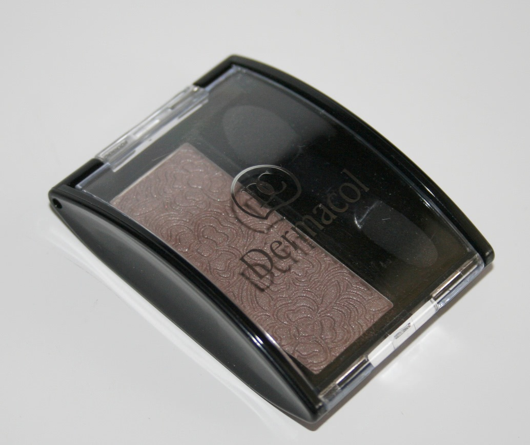 phan-mat-dermacol-make-up-mono-eye-shadow-01