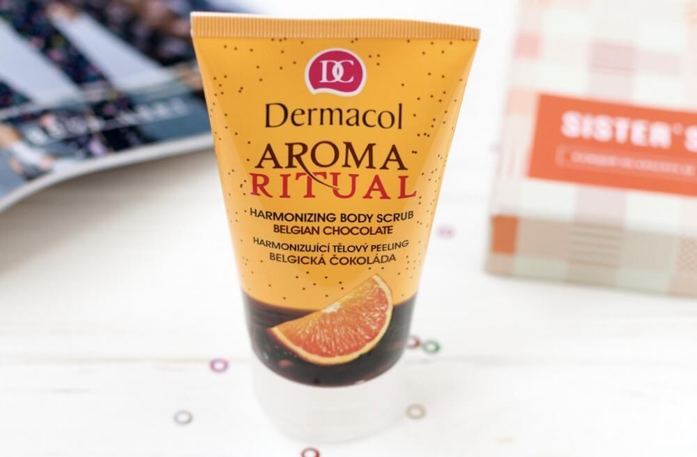 kem-tay-te-bao-dermacol-bodycare-aroma-ritual-harmonizing-body-scrub-01