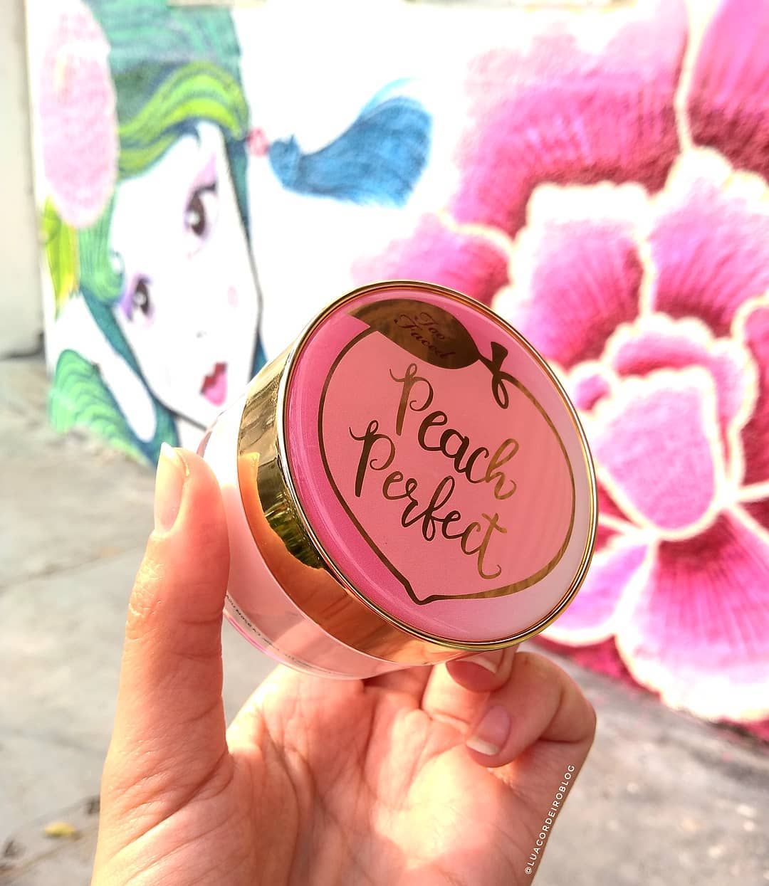 phan-toofaced-make-up-peach-perfect-mattifying-setting-powder-02