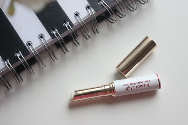 son-lot-clarins-lips-instant-light-lip-perfecting-base-02