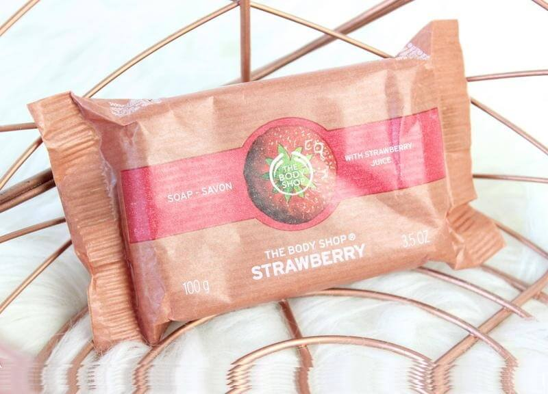 xa-phong-thebodyshop-strawberry-soap-04