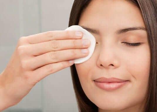 Nước hoa hồng POND'S Skincare Toning Lotion
