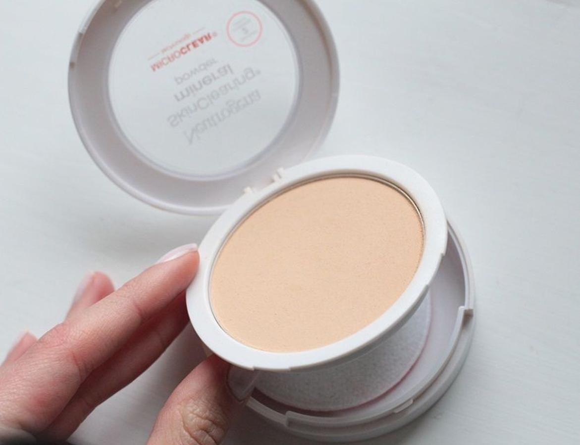 phấn mắt neutrogena make up SkinClearing Mineral Powder