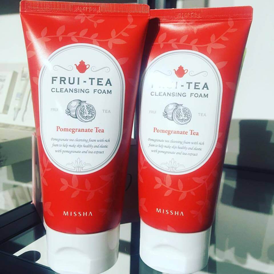 Sữa rửa mặt MISSHA FRUI-TEA CLEANSING FOAM POMEGRANATE TEA