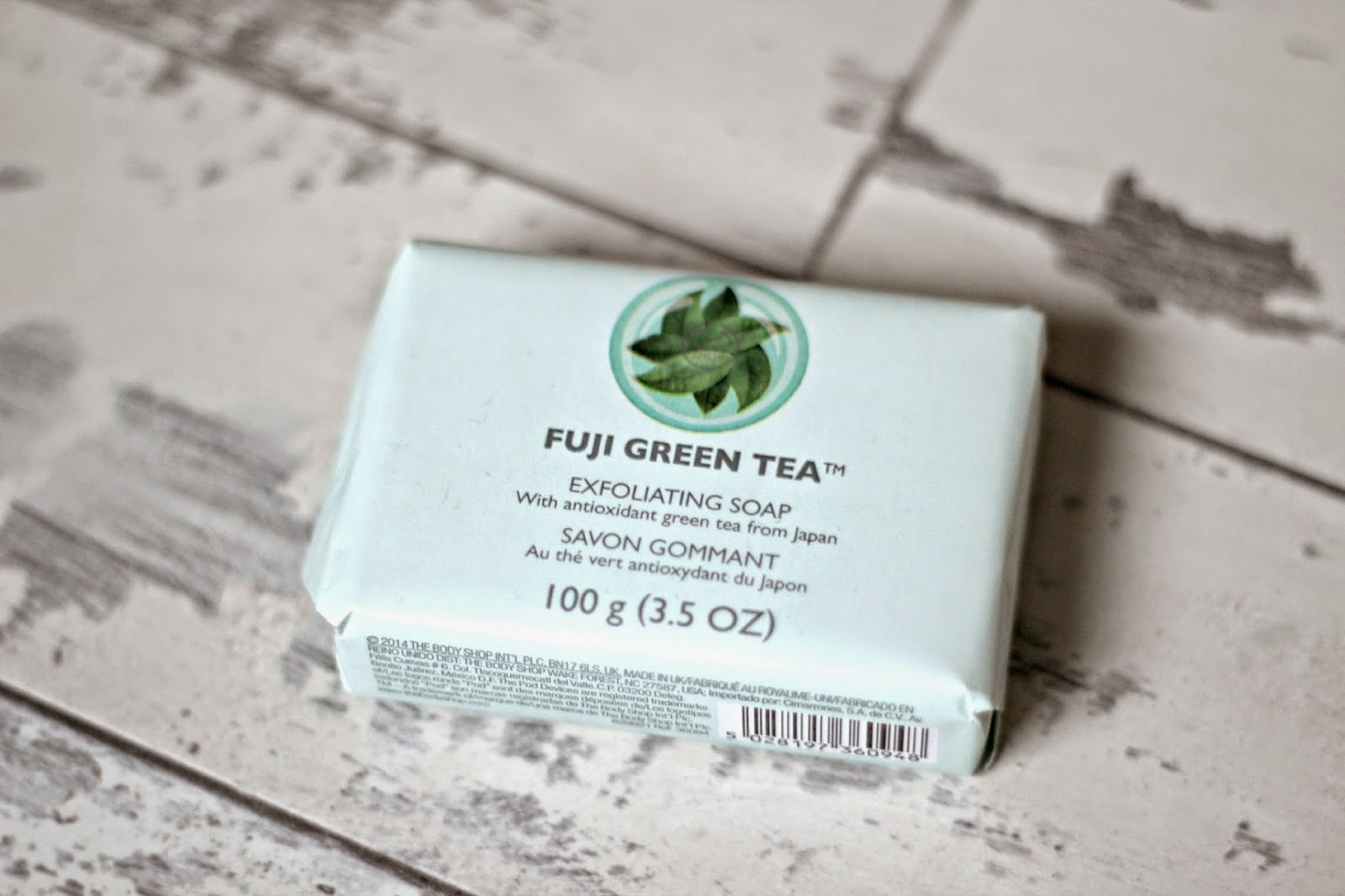 xa-phong-thebodyshop-fuji-green-tea-exfoliating-soap-07