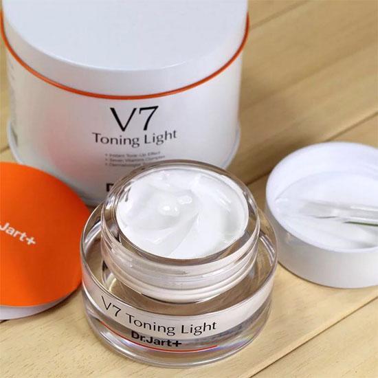 Da trắng và tái tạo da cùng với kem dưỡng Dr.Jart+ V7 Toning Light