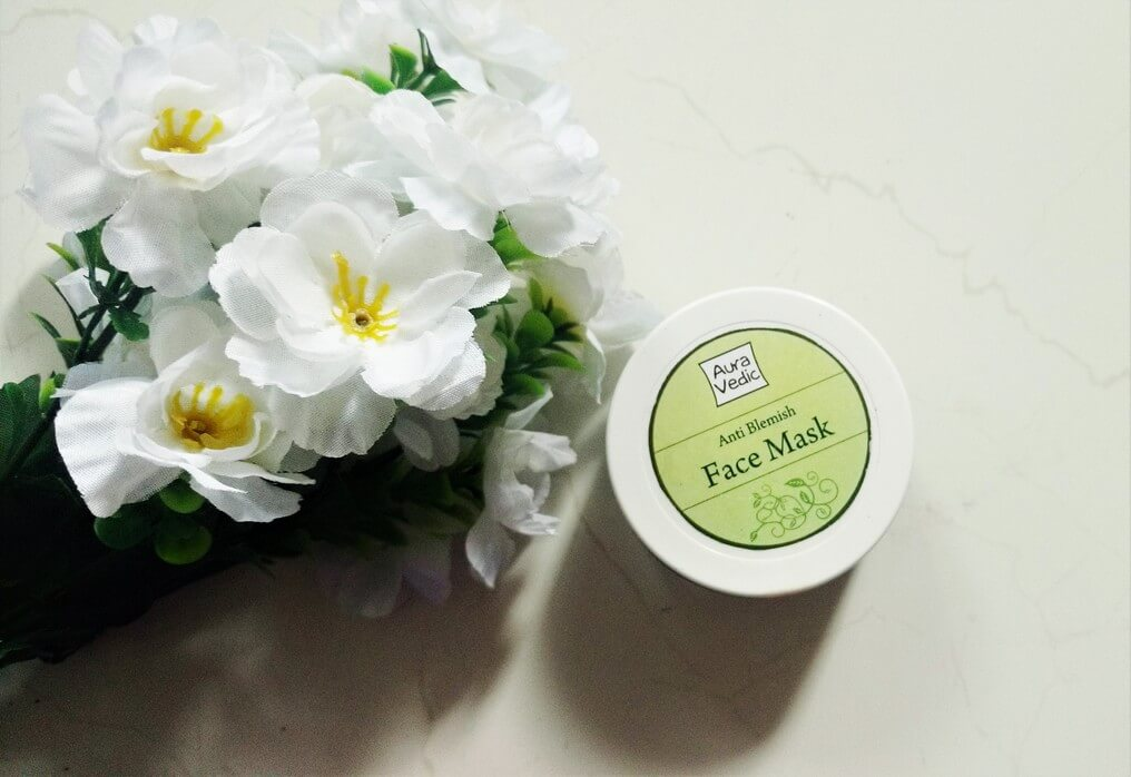 review-mat-na-tri-mun-aura-vedic-anti-blemish-face-mask-01-1