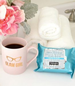 khan-tay-trang-neutrogena-make-up-makeup-remover-cleansing-towelettes-hydrating-02