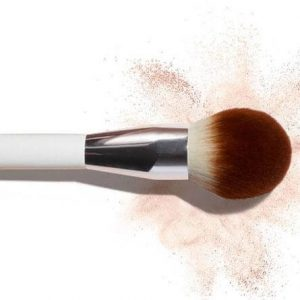 La Mer The Powder Brush cây cọ không thể thiếu trong túi đồ mỹ phẩm của các cô gái.