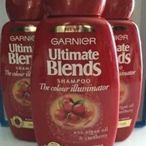 Dầu gội Garnier Hair The Colour Illuminator Shampoo – sản phẩm dầu gội dành riêng cho những bạn trẻ ưa tóc màu cá tính.