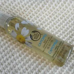 Dầu tẩy trang The Body Shop Camomile Silky Cleansing Oil, sạch sẽ mà vẫn dịu nhẹ!
