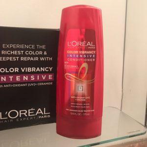 Dầu xả L'Oréal Color Vibrancy Intensive Conditioner sự sống động trong từng lọn tóc nhuộm