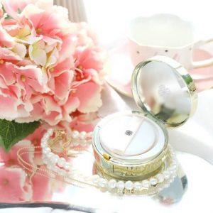 """""""Hoa hồng trắng"""" cấp nước cho làn da ngày hè – Ohui ultimate brightening cushion"""