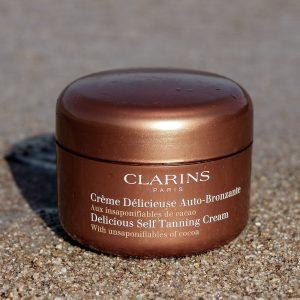 Kem nhuộm màu Clarins dưỡng ẩm Delicious Self Tanning Cream, không cần phơi nắng để có làn da nâu!