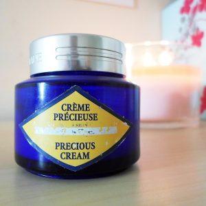 Yêu thương làn da mỗi ngày với kem dưỡng ban ngày Loccitane Precious Cream SPF 20