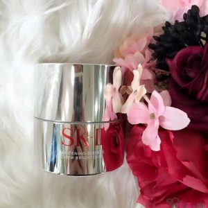 Trắng sáng da cùng với kem dưỡng SK-II Whitening Sourece Derm Brightener.