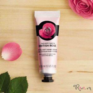 Kem dưỡng The Body Shop cấp ẩm da tay British Rose Petal-Soft Hand Cream bàn tay mềm mịn, tại sao không?